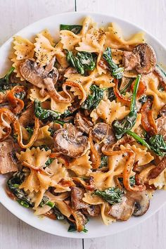 Farfalle Pasta with Spinach, Mushrooms, and Caramelized Onions Farfalle-Nudeln mit Spinat, Cha Mushroom Recipes, Veggie Recipes, Chicken Recipes, Vegetarian Recipes, Cooking Recipes, Healthy Recipes, Easy Vegitarian Dinner Recipes, Meatless Pasta Recipes, Spinach Pasta Recipes