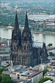 La maestosa Cattedrale gotica di Colonia, Germania, iniziata nel 1248. Il duomo di Colonia è una chiesa cattolica, il cui nome ufficiale è chiesa dei Santi Pietro e Maria