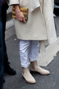 ♥ this combination of white jeans w/ taupe boots -- wonder if I can still fit into my white jeans  . . . .