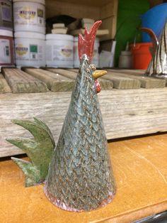 Rooster Slab Ceramics, Ceramics Ideas, Ceramic Chicken, Ceramic Animals, Coq, Totems, Roosters, Clay Crafts, Decorative Bells