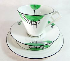 A striking art deco handpainted graphic black and green trio of cup, saucer and teaplate produced by E Brain & Co Ltd of Fenton in Stoke-on-Trent, under their trade name FOLEY China, made during the (hva) Art Deco Decor, Art Deco Home, Art Deco Design, Decoration, Vintage Cups, Vintage Dishes, Vintage Tea, Vintage Tableware, Green Cups
