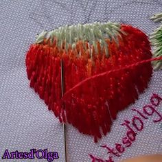 How to Embroider Strawberries – Handstickerei Hand Embroidery Patterns Flowers, Basic Embroidery Stitches, Hand Embroidery Videos, Embroidery Stitches Tutorial, Embroidery Flowers Pattern, Creative Embroidery, Simple Embroidery, Silk Ribbon Embroidery, Crewel Embroidery