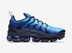 Nike Air VaporMax Plus Obsidian Photo Blue 924453-401 2 Kicks Shoes, Reebok, Shoes Sport, Shoes Men, Sports Shoes, Men's Shoes, Sneakers Nike, Adidas Zx Flux, Mens Designer Shoes