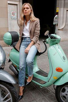 Brown herringbone blazer, white polo shirt, light wash crop jeans, black patent heels. Spring outfits, casual outfits, fashion trends 2018, casual outfits, simple outfits, #fashion2018 #casualstyle #springstyle #streetstyle #ootd #minimaliststyle #fashionblogger #poloshirt