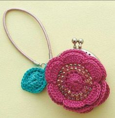 I love to crochet. I love to search out pictures of crochet as inspiration for future projects. I'm always looking for pictures of beautiful things done in crochet. Crochet Wallet, Crochet Coin Purse, Crochet Purses, Crochet Earrings, Crochet Bags, Purse Patterns, Knitting Patterns, Crochet Patterns, Crochet Motifs