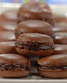 Macarons de Chocolate I Love Food, Chocolate Recipes, Sweet Recipes, Biscuits, Food Porn, Dessert Recipes, Food And Drink, Cooking Recipes, Yummy Food