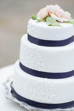 White and navy wedding cake with lace detail Wedding Shoot, Our Wedding, Dream Wedding, Wedding Ideas, Wedding Navy, Trendy Wedding, Beautiful Cakes, Amazing Cakes, Cupcakes