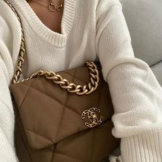 The Best Colors That Go With Brown for an Ultra-Chic Look Chanel 19, Chanel Boy Bag, Chanel Bags, Fashion Bags, Fashion Women, Fashion Trends, Fashion Clothes, Fashion Fashion, Fashion Ideas