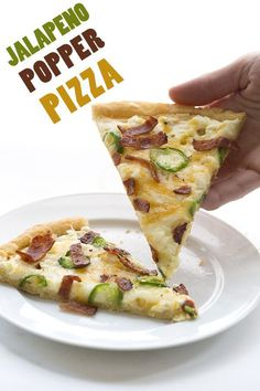 Jalapeño, bacon and cream cheese on top of a low carb, grain-free pizza crust. This jalapeño popper pizza will quickly become your new favourite! #pizza #jalapenopopper #keto #fathead