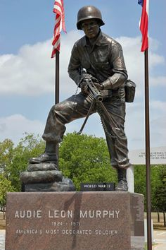 Audie Murphy and Soldier and Medal of Honor Recipient Texas History, World History, Westerns, Statues, Famous Graves, Vietnam, Real Hero, Military History, World War Two