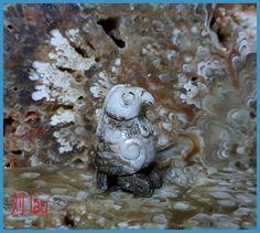 "Jade Mythical Standing Bird. Zhou Dynasty : BC 1100 - 256. Height : 4.0 cm ( 1 5/8"" ). Zhou Dynasty, Chinese Design, Japanese Art, Jade, Bird, Antiques, Beauty, Japan Art, Antiquities"