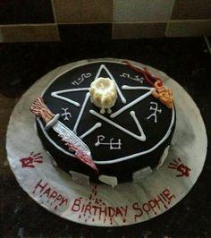 The ultimate Supernatural fan's birthday cake! Bolo Supernatural, Supernatural Birthday Cake, Supernatural Merchandise, Supernatural Necklace, Supernatural Christmas, Bolo Jake, Horror Cake, Themed Cakes, Satan