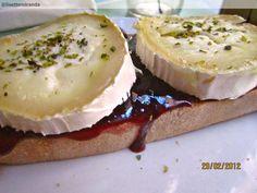 Lolina Vintage Café in barrio Malasaña. Goat cheese and blueberry jam... ñomñom!