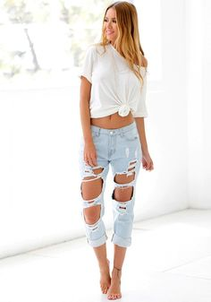 Best Seller // Slay that chic casual look with the help of this faded ripped jeans.