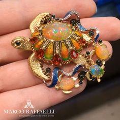 Be playful this summer with such a colorful and charming @platonov_jewellery brooch  Credit: www.margoraffaelli.com #hernameismargo #margoraffaelli #summer