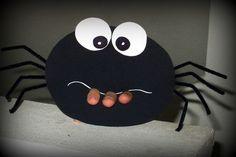 Kousací pavouk :: Tvořivé pracky Halloween Kids, Halloween Crafts, Spider Crafts, Forest School, Diy And Crafts, Decorative Plates, Fall, Handmade, Witches