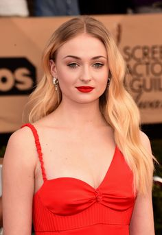 Sophie Turner in Louis Vuitton at 2017 Screen Actors Guild Awards Check more at http://fashnberry.com/2017/01/sophie-turner-in-louis-vuitton-at-2017-screen-actors-guild-awards/