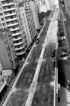 Elevado Costa e Silva, o Minhocão, em obras, em 1970.