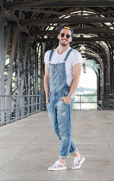 How To Style Dungarees The Right Ways Urban Fashion, Men's Fashion, Fashion Looks, Fashion Outfits, Fashion Trends, Fashion Sale, Paris Fashion, Runway Fashion, Dungarees