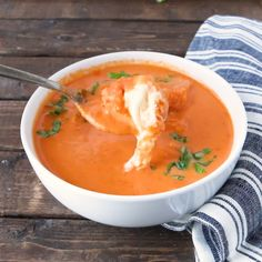 ROASTED TOMATO BASIL SOUP with MINI GRILLED CHEESE BITES that act as delicious croutons. Soup perfection for dinner tonight. Roasted Tomato Basil Soup, Roasted Tomatoes, Recipe For Tomato Basil Soup, Tomato Basil Pasta, Spinach Soup, Vegetarian Recipes, Cooking Recipes, Healthy Recipes, Crockpot Recipes