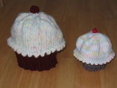 Knit cupcake hat for baby or child! Another project to add to my knnitting bucket list! Kids Knitting Patterns, Baby Hat Patterns, Baby Hats Knitting, Knitting For Kids, Knitting Projects, Knitted Hats, Crochet Patterns, Crochet Hats, Knitting Ideas