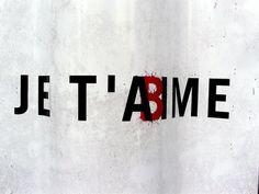 La ministre de la justice, Christiane Taubira, le ministre de l'Intérieur, Bernard Cazeneuve et la ministre des Droits des femmes, Najat Vallaud-Belkacem, ont mené à terme la procédure d'attribution du marché public permettant de déployer sur l'ensemble du territoire le téléphone d'alerte pour les femmes en grand danger, victimes de violences au sein du couple ou de viols.