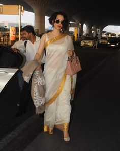 Dressed in a stunning gold and off-white saree, Kangana Ranaut looks flawless as she head to Bhopal to start the Panga shoot in Bhopal. Take a look at the photos of the diva here. White And Gold Saree, Off White Saree, Indian Beauty Saree, Indian Sarees, Indian Attire, Indian Wear, Indian Dresses, Indian Outfits, Indian Bridal Fashion