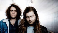 """God Damn • Vultures • Novo Video «A esquizofrenia e a psicose que ditou a genialidade das composições de Cobain com as variações constantes da violência para a complacência angustiada marcam inequivocamente o som de """"Vultures""""...» #GodDamn #Vultures #OneLittleIndian #Purple #NovoVideo #AlecPeterson #TrackerMagazine"""