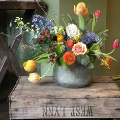 Feeling the joys of spring today with the shop leftovers ✨ #springflowers #spring #flowers #florals #flowershop #florist #floristry #creativelife #lovewhatyoudo #colourpop #colourinspiration #leftovers #flowerfun #colourinspo #weddinginspiration #weddingideas #springwedding #seasons #seasonalflowers #thehappynow #womeninbusiness #weddingflowers #eventflowers #picoftheday #prettyflowers #florals