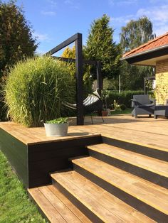 Garten terrasse Stairs in the house, garden dreams - # dreams # garden # insider # stairs # terraces Patio Deck Designs, Patio Design, Garden Design, Backyard Patio, Backyard Landscaping, Patio Decks, Pergola Patio, Wood Pergola, Outdoor Decking