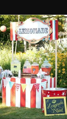 Lemonade Bar for the carnival. All types of Lemonades in Jars Strawberry Lemonade Berry Lemonade (Blueberries, Strawberries, Raspberries) Kiwi Lemonade Regular Lemonade Pink Lemonade {All can be flavored with syrup and fresh fruit} Circus Carnival Party, Kids Carnival, Circus Theme Party, Carnival Food, Carnival Wedding, Carnival Birthday Parties, Circus Birthday, First Birthday Parties, Birthday Party Themes