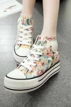 1d1f5350670 Women's Floral Print High Top Thick Soled Canvas Sneaker 040520 Bloemen  Converse, Schoenen Sneakers,