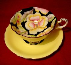 PARAGON FINE BONE CHINA YELLOW PANSY TEA CUP GOLD TRIMMED PATTERN G6600/5