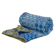 Description Reminiscent of a mosaic floor, this beautifully designed voile quilt has a variety of blue hues with pretty yellow touches, and is hand-screen print Faux Fur Blanket, Faux Fur Throw, Velvet Bedspread, Waffle Blanket, Triangular Pattern, Fleece Throw, Bed Spreads, Printed Cotton, Outdoor Blanket