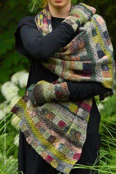 La jupe Louise mélange des parties au tricot et des parties au crochet avec un…