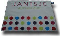 Effen boxkleed met meerdere opdrukkleuren, gebaseerd op het geboortekaartje