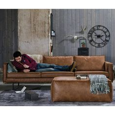 Beautiful cognac brown leather sofa from BePureHome. Bank Rodeo has a modern, luxurious and contemporary look with loose cushions. Vintage Leather Sofa, Leather Lounge, Dining Room Colors, Deco Design, Shop Interiors, Home Bedroom, Colorful Interiors, Modern Furniture, Room Decor