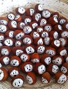 Hazelnut Friends by Tanja Hirschfeld Pinecone Crafts Kids, Acorn Crafts, Pine Cone Crafts, Autumn Crafts, Pumpkin Crafts, Easy Christmas Crafts, Nature Crafts, Handmade Christmas, Winter Craft