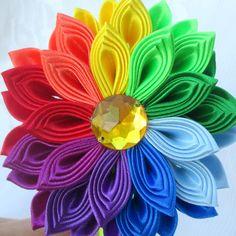 Tsumami kanzashi flower headbandKanzashi por RibbonAndCrystals