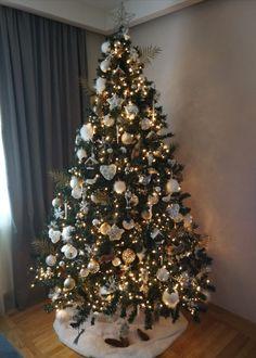 White Christmas Tree Decorations, Elegant Christmas Trees, Christmas Tree Inspiration, Christmas Tree Design, Gold Christmas Tree, Xmas Tree, Beautiful Christmas, Christmas Tree Ornaments, Advent