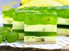 Bardzo udane spotkanie banana z winogronem... :) Słodycz tego pierwszego przełamana kwaskowatością zielonych kuleczek. 15 - 20...