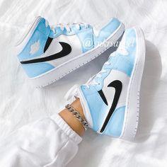 Moda Sneakers, Cute Sneakers, Shoes Sneakers, Sneakers Women, Air Jordan Sneakers, Cool Womens Sneakers, Cute Nike Shoes, Nike Air Shoes, Nike Air Jordans