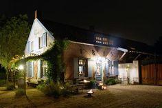 Bourgonisch genieten in deze Bed and Breakfast in Limburg. Heerlijk slapen, eten, drinken en genieten bij Gasterie Lieve Hemel. Met zwembad (zwemvijver) en hottub.