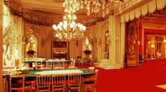 """Das Kurhaus Casino Baden-Baden hat schon vielen Prominenten seine Türen geöffnet. Die Komponisten Felix Mendelssohn Bartholdy, Franz Liszt und Johannes Brahms waren ebenso Gäste in der """"capitale d'été"""", wie die Kurstadt an der Oos im 19. Jahrhundert bezeichnet wurde, wie Kaiser Wilhelm I., die Zaren und andere Herrscher, oder die russischen Dichter Fjodor Dostojewski undRead More"""