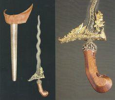 """KERIS Nagasasra luk 11 koleksi Museum Leiden. Disebutkan dalam ilustrasi buku Isaac Groneman, """"The Javanese Kris"""" bahwa keris ini diperoleh pada tahun 1883 oleh museum tersebut, sumbangan dari Koninklijk Kabinet van Zeldsaamheden (Royal Cabinet of Rarities)... Panjang 50 cm  PakBo Swords And Daggers, Knives And Swords, Dragon's Teeth, Antique Jade, Fantasy Weapons, Custom Knives, Balinese, Archaeology, Precious Metals"""