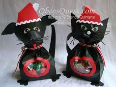 Qbee's Quest: Santa Dog and Cat Gift Bags. Click on link for detailed tutorial. http://qbeesquest.blogspot.ca/2011/12/santa-dog-and-cat.html