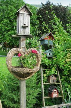 love the ladder with bird houses. I have old ladder and bird houses for my backyard so cute Funky Junk Interiors, Bird Cages, Bird Feeders, Bird Feeder Stands, Yard Art, Garden Junk, Garden Tools, Garden Beds, Garden Whimsy
