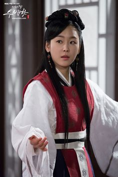 Drama Info: MBC 108 Episodes minutes) Time Span of Drama: – 523 Drama Synopsis: The drama tells the story of Soo Baek-hyang, who was unable to recognize her royal claim as a princess… Korean Traditional Dress, Traditional Dresses, Seo Hyun Jin, Court Dresses, Korean Dress, Beautiful Costumes, Korean Actresses, Beautiful Asian Girls, Korean Beauty
