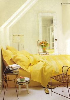 great yellow, love the simple room Beautiful Bedroom Designs, Beautiful Bedrooms, Yellow Bedding, Yellow Bedrooms, Interior Architecture, Interior Design, Interior Ideas, Yellow Cottage, Mellow Yellow