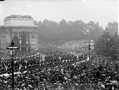 Green Park Arch - 1897.  A view of Queen Victoria's Diamond Jubilee procession in 1897 passing under Wellington Arch and featuring the Premier for New South Wales and mounted troops.